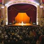 Convidados lotam Teatro Municipal para encontro com o Papa