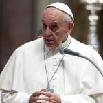 Suportar com paciência e vencer com amor, ensina o Papa